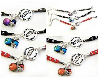 Bracelets de suédine à clous argentés, médaille en étain de fabrication française, perles et cabochons de verre dichroique filé au chalumeau