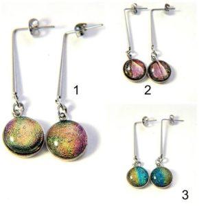 Boucles pendantes avec clous originaux en acier inoxydable et cabochons de verre fusionnés
