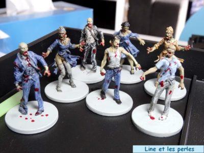 Nos tout premiers zombies : tous les types de walker sont représentés... Ici, l'avant dernière étape est terminée, les zombies dégoulinent du sang de leurs victimes !